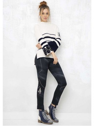 ELW194011801 - Off-White/Navy Top (Elisa Cavaletti)