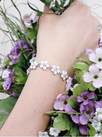 Small Daisy White Opal Crystal Bracelet
